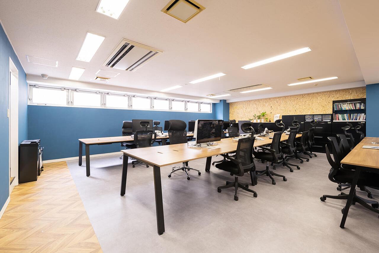 オフィス風景1(執務スペース)